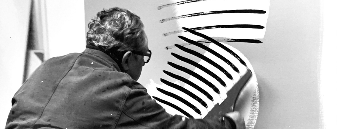 Hans Hartung dans son atelier. 1975. Photo de l'artiste.